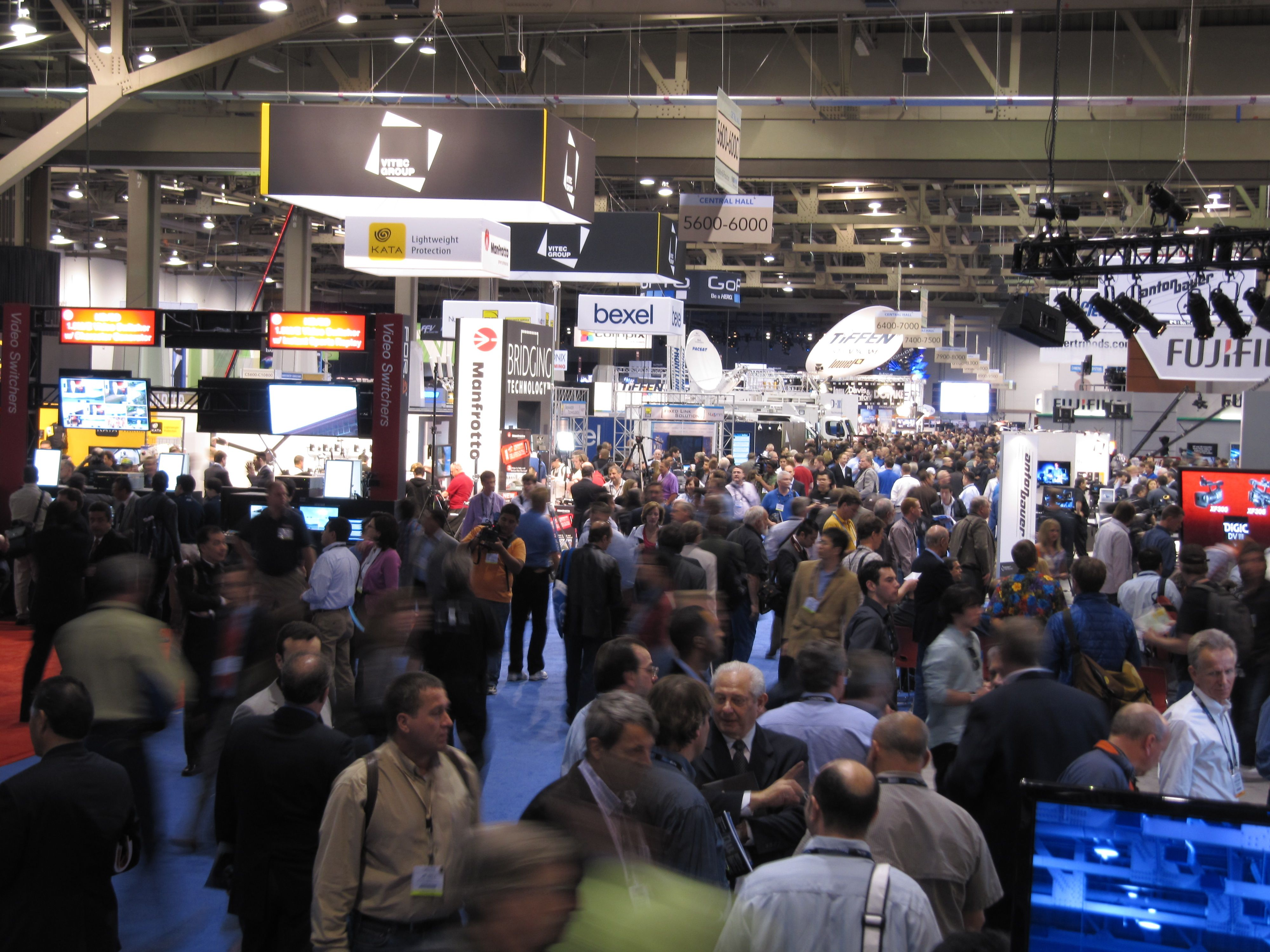 Trade Show Booth Tips That Will Draw In Everyone